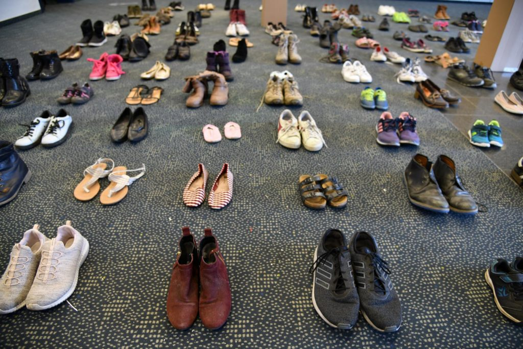Ausstellungs-Installation zum Thema Schuhe